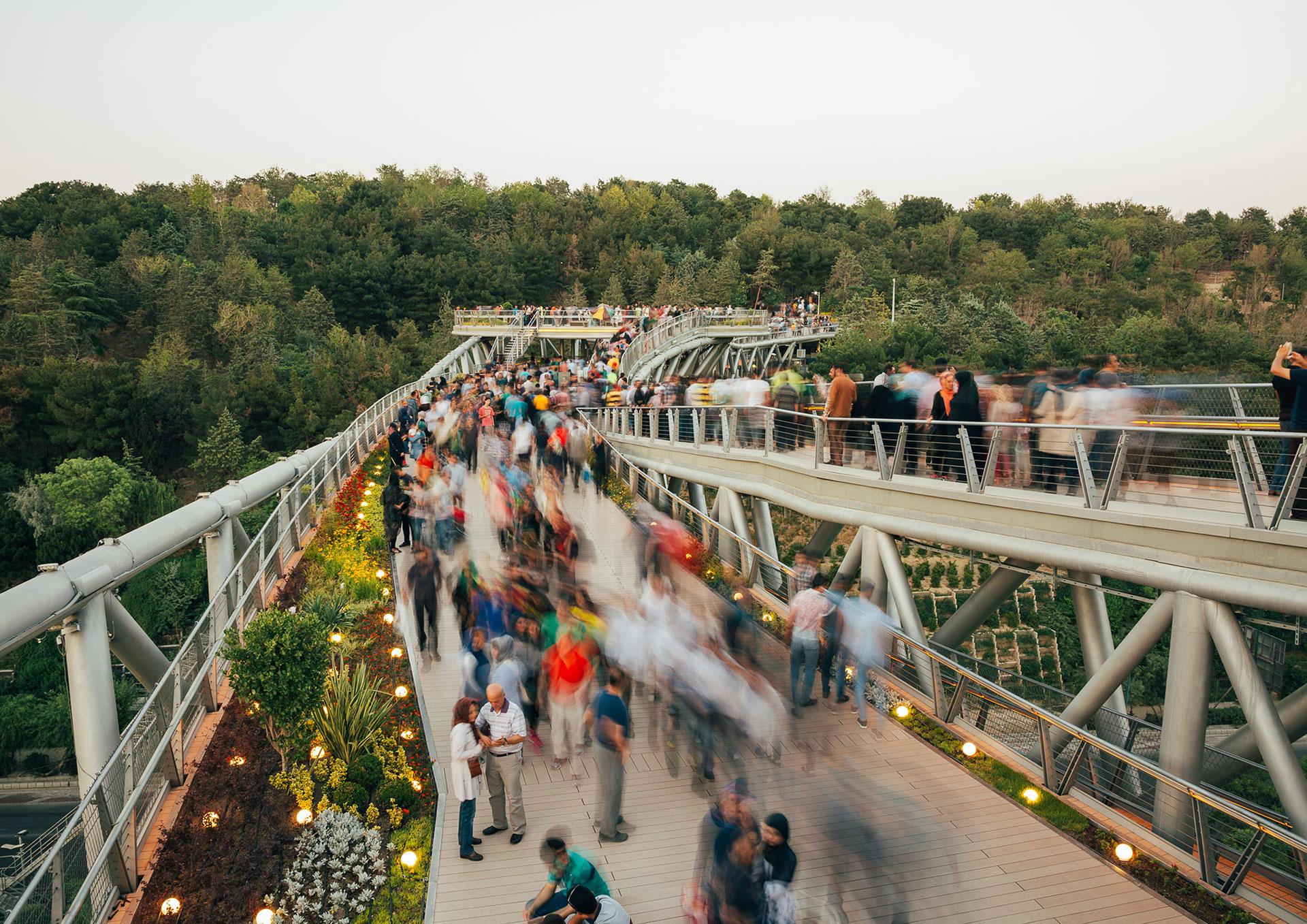 پل طبیعت به عنوان فضای شهری عمومی