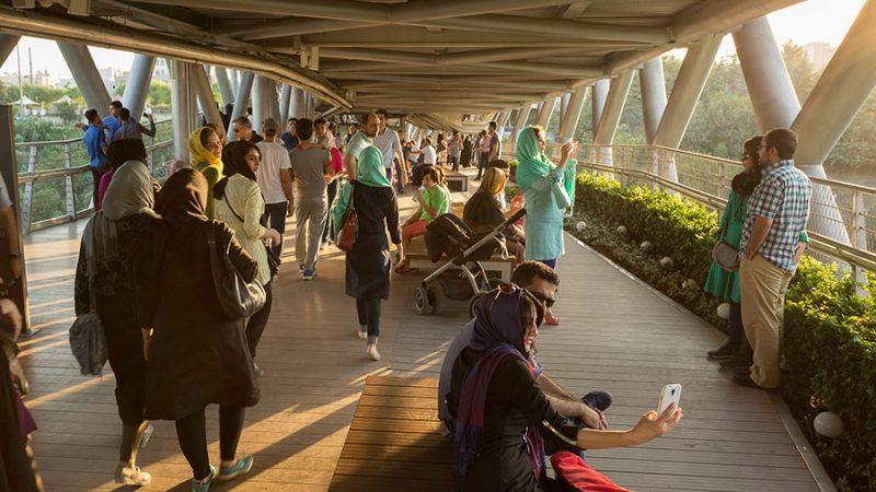 پل طبیعت برنده خشت طلایی در سال 1393 در فضاهای گردشگری و تفریحی در روز جهانی شهرها، تهران، ایران