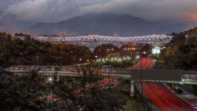 نمای پل طبیعت در شب