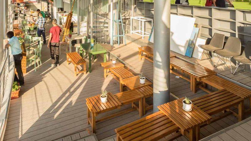 رستوران و کافی شاپ یکی از جاذبههای پل طبیعت